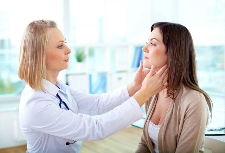 Bệnh nhân khi có biểu hiện nổi mề đay cần sớm được thăm khám