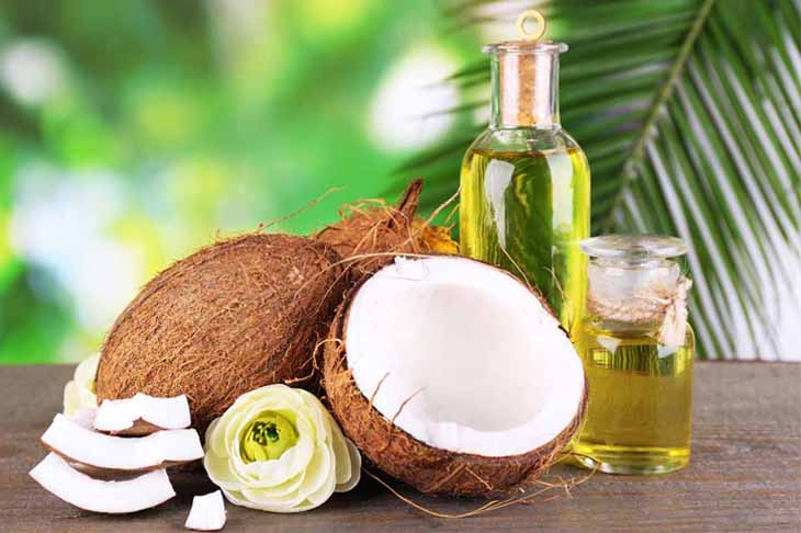 Dầu dừa là một trong những dược liệu chữa chàm môi hiệu quả