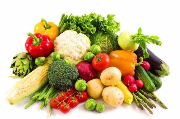 Bị chàm môi người bện nên bổ sung nhiều vitamin từ rau củ, quả tươi xanh