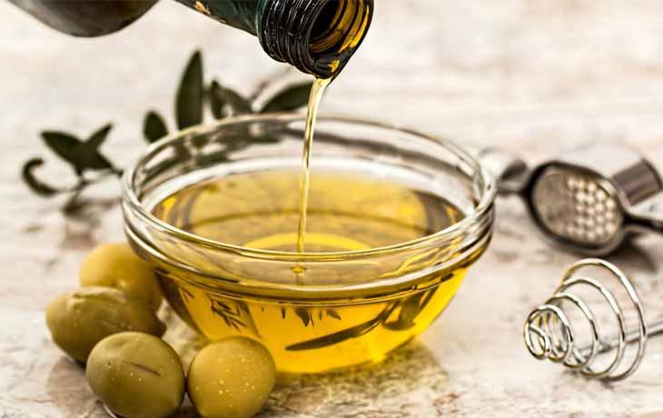 Dầu oliu là nguyên liệu tự nhiên dưỡng da an toàn