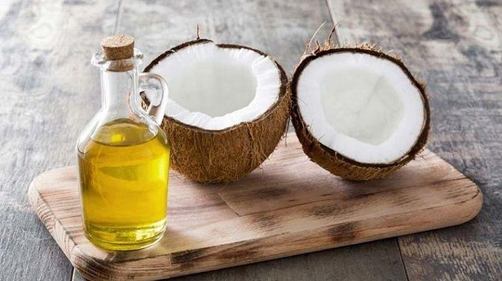 Dầu dừa giúp bổ sung độ ẩm thúc đẩy quá trình phục hồi và tái tạo da