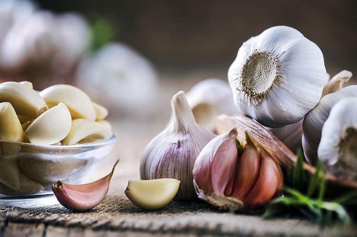 Dùng tỏi có thể loại bỏ được nhiều triệu chứng khó chịu của viêm da cơ địa
