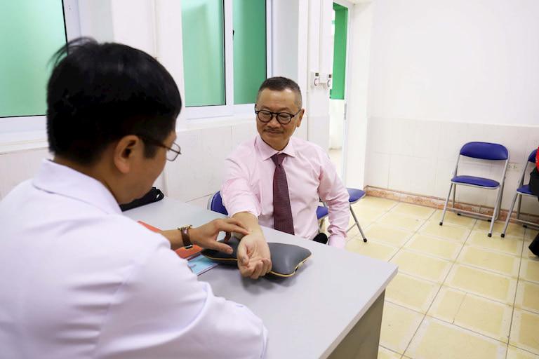 NSƯT Trần Đức từng chữa khỏi bệnh xương khớp tại Nhất Nam y viện