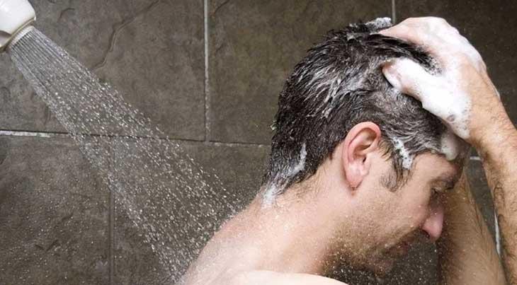 Tùy thuộc vào nguyên nhân gây bệnh, người bệnh nên lưu ý khi tắm