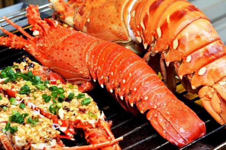 Hải sản là nhóm thực phẩm có thể khiến mề đay ở trẻ bị kích ứng nặng hơn