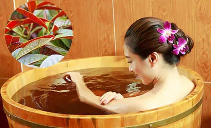 Việc tắm nước lá sẽ giúp người bệnh giảm cảm giác ngứa ngáy toàn thân