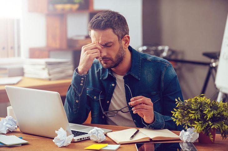 Làm việc căng thẳng, áp lực kéo dài là nguyên nhân gây bệnh
