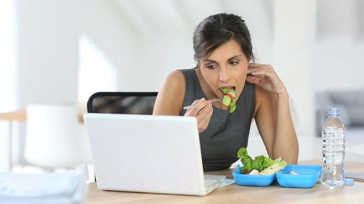 Axit dư thừa chủ yếu do thói quen ăn uống, sinh hoạt thiếu điều độ