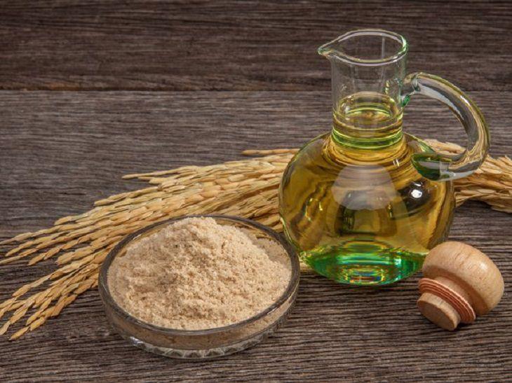 Dùng dầu cám gạo pha nước tắm chữa chàm hiệu quả