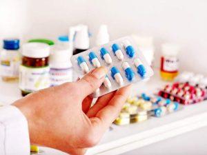 Dùng thuốc Tây là cách chữa viêm họng phổ biến nhất hiện nay