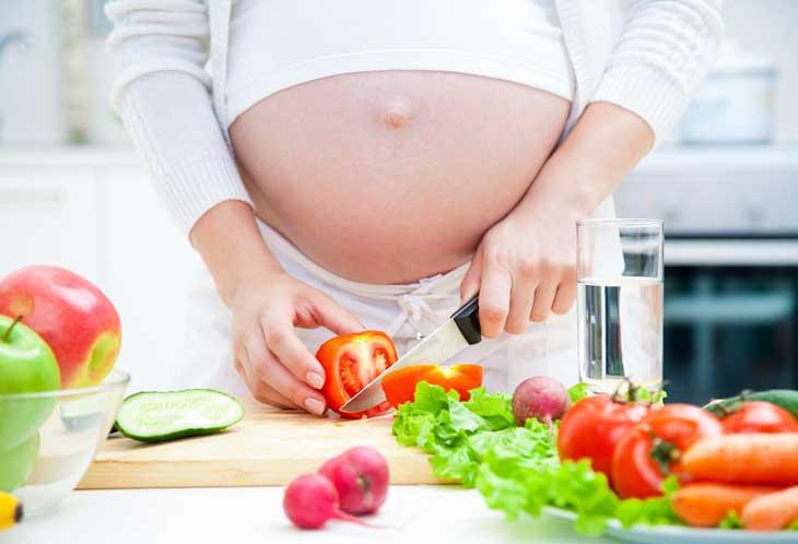 Chế độ ăn uống hợp lý sẽ giúp bà bầu giảm các cơn đau dạ dày