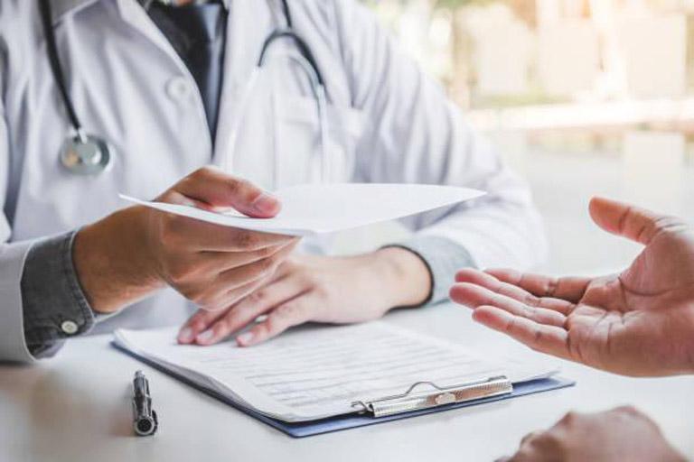 Sử dụng thuốc Tây y trị bệnh theo đúng đơn kê của bác sĩ chuyên khoa để đảm bảo an toàn cho sức khỏe