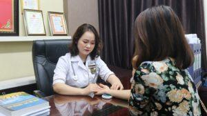 """Bác sĩ Hằng được biết đến với danh xưng """"bàn tay vàng"""" chữa bệnh phụ khoa"""