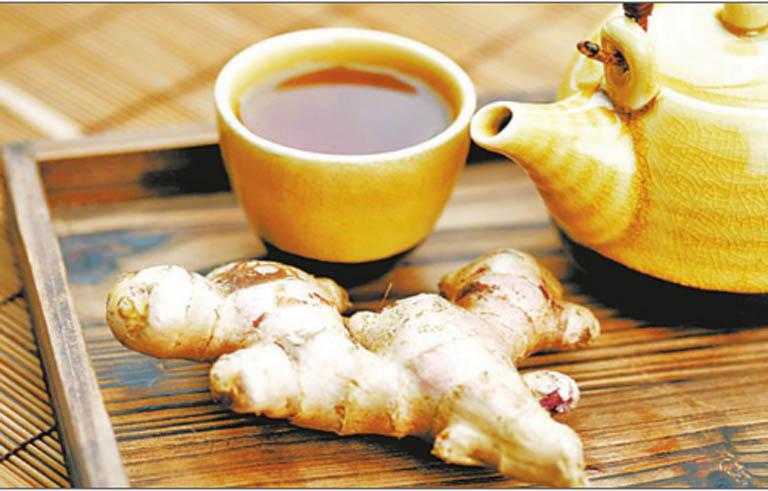 Uống trà gừng pha mật ong mỗi ngày để hỗ trợ cải thiện các triệu chứng khó chịu của bệnh
