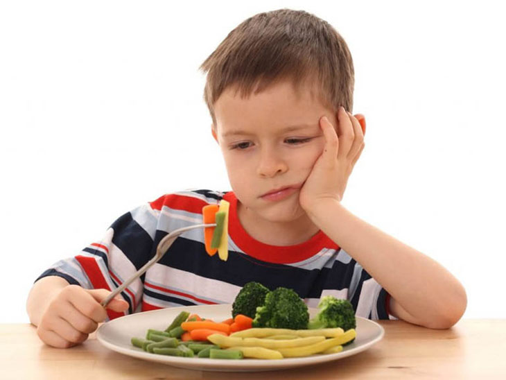 Trẻ em bị đau bao tử cần bổ sung nhiều rau xanh