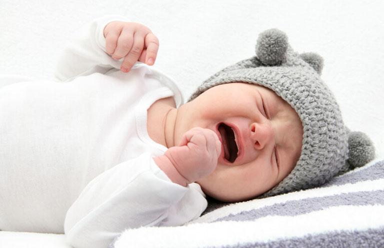 Trẻ bị trào ngược dạ dày thường xuyên quấy khóc ngay sau khi bú