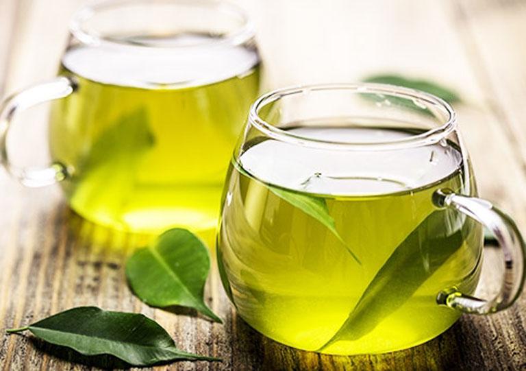 Uống nước lá vối mỗi ngày giúp hỗ trợ điều trị bệnh viêm đại tràng tại nhà