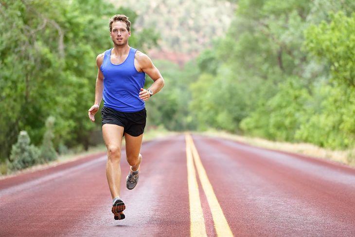 Nam giới nên tăng cường tập thể thao để nâng cao sức khòe