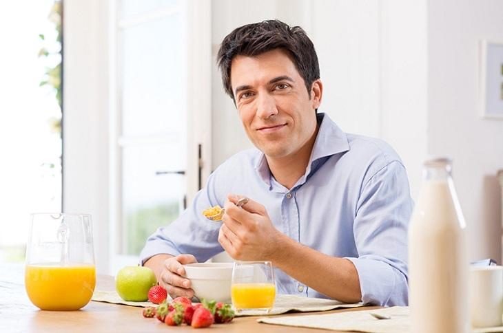 Phái mạnh nên chú ý bổ sung đầy đủ các chất dinh dưỡng để cải thiện sinh lý của mình