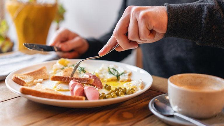 Nhiễm khuẩn Hp nên ăn và không nên ăn gì để hỗ trợ tiêu diệt vi khuẩn, giúp giảm nhẹ tổn thương tại dạ daỳ