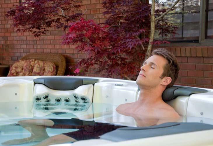 Thư giãn với nước ấm giúp nam giới tăng khoái cảm và tăng khả năng cương cứng