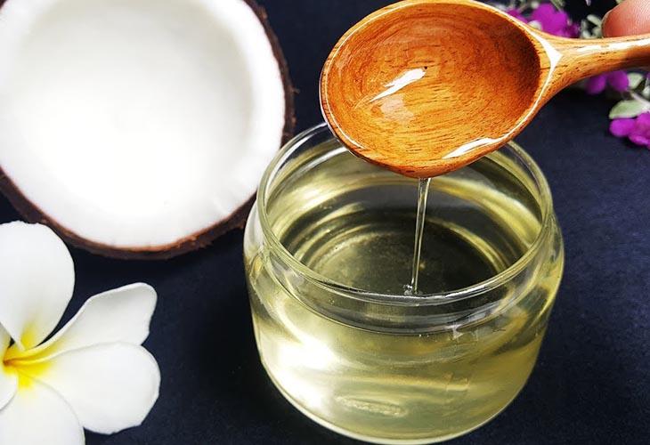 Dầu dừa giúp tăng cường độ ẩm cho da bé
