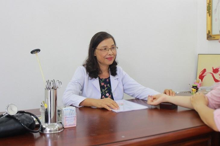 Thầy thuốc ưu tú - Bác sĩ Nguyễn Thị Thư đang là Phó Giám đốc chuyên môn tại Nhất Nam Y Viện