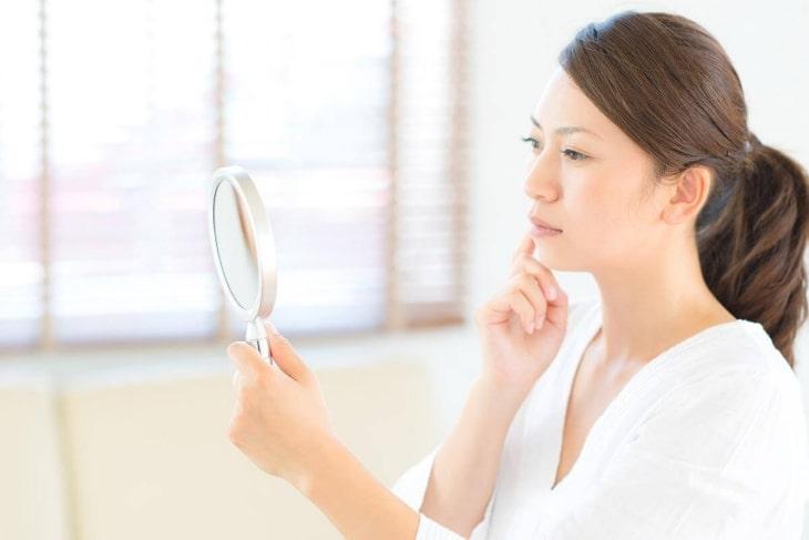 Khi bị thiếu hụt nội tiết tố khiến làn da của chị em trở nên xấu đi