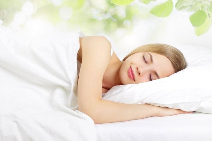 Ngủ đủ giấc cũng là cách điều trị rối loạn nội tiết tố tại nhà hiệu quả