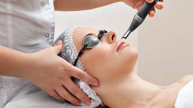 Trị tàn nhang bằng laser bao nhiêu tiền còn tùy thuộc vào công nghệ áp dụng và diện tích da cần điều trị của mỗi người