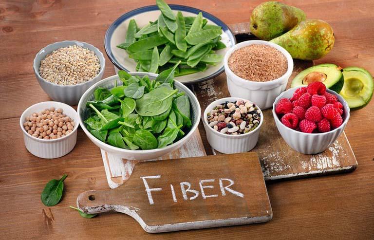 Thực đơn ăn uống của người bệnh cần tránh sử dụng các loại thực phẩm có hàm lượng chất xơ cao