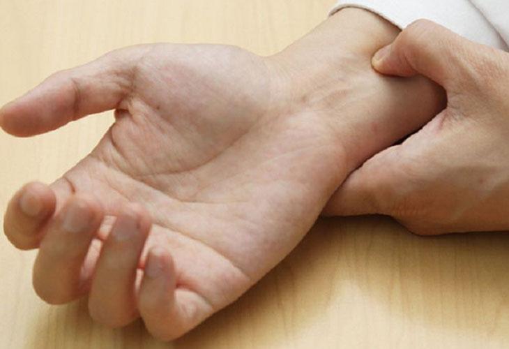 Bấm huyệt cổ tay - phương pháp chữa xuất tinh sớm được nhiều quý ông lựa chọn