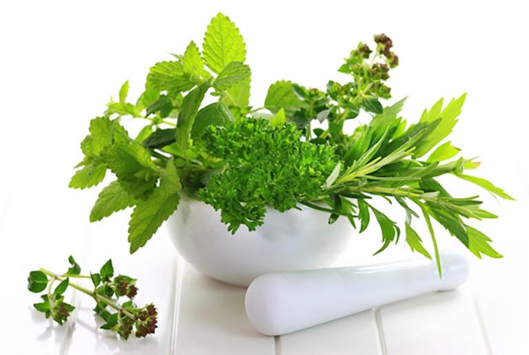 Sử dụng thảo dược có sẵn trong vườn nhà để cải thiện các triệu chứng khó chịu do bệnh viêm trào xung huyết hang vị dạ dày gây ra