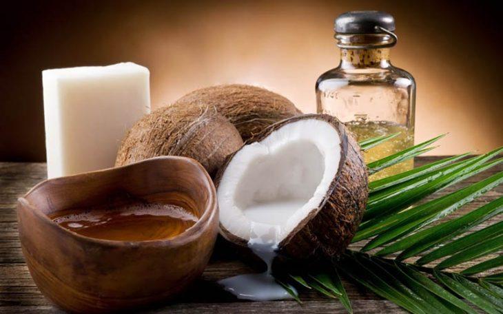 Dầu dừa giúp dưỡng ẩm và trị liệu da rất tốt
