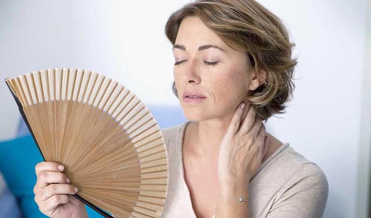 Bốc hỏa được xem là triệu chứng thường thấy ở hầu hết phụ nữ khi bước vào giai đoạn tiền mãn kinh