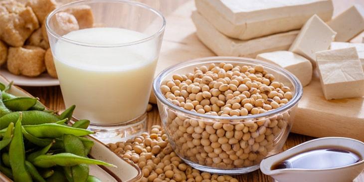 Đậu nành và các chế phẩm từ đậu nành rất tốt để tăng nội tiết tố nữ