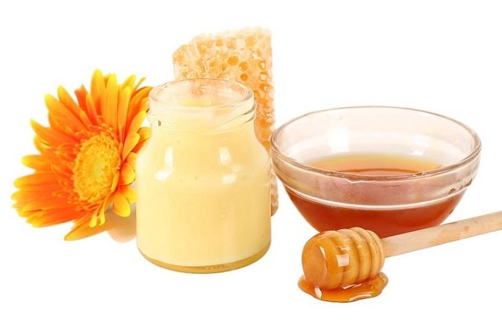 Sữa ong chúa có công dụng cân bằng nội tiết tố nữ, khắc phục tình trạng thiếu hụt nội tiết tố