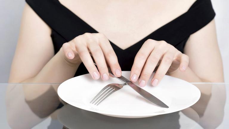 Cần nhịn ăn trong vài giờ trước khi thực hiện nội soi dạ dày để tránh ảnh hưởng đến kết quả chẩn đoán