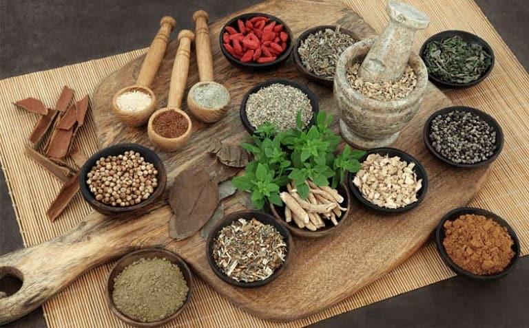 Muốn tăng cường nội tiết tố nữ tự nhiên an toàn thì thảo dược là lựa chọn hoàn hảo