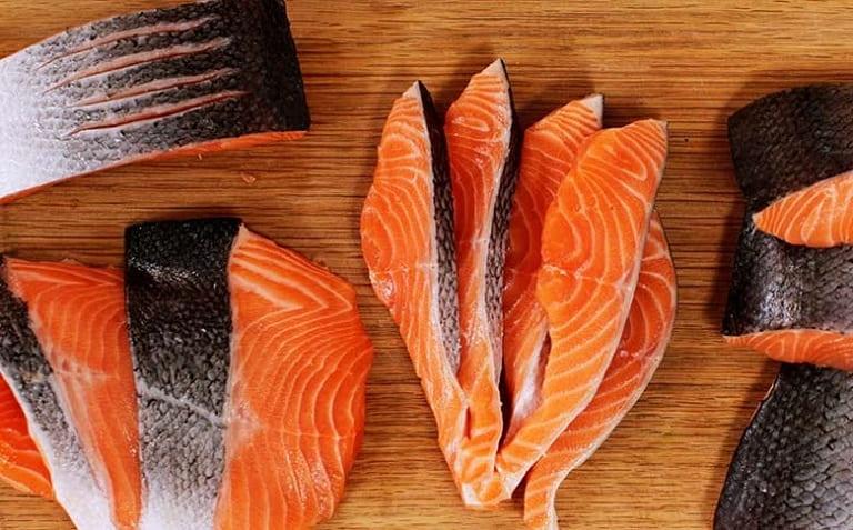 Hàm lượng vitamin D trong cá hồi kích thích sản sinh estrogen