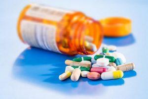 Thuốc Tây trị mụn cần tuân thủ theo chỉ định của bác sĩ
