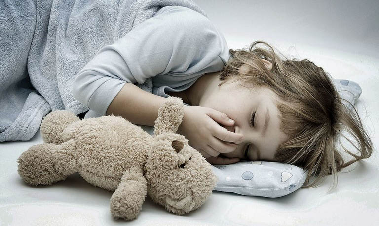 Trào ngược dạ dày xảy ra kéo dài cho đến khi trẻ 3 tuổi rất có thể là dấu hiệu của bệnh lý