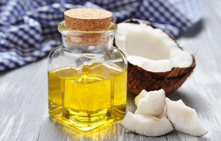 Thoa dầu dừa nguyên chất là cách trị nám đơn giản, hiệu quả