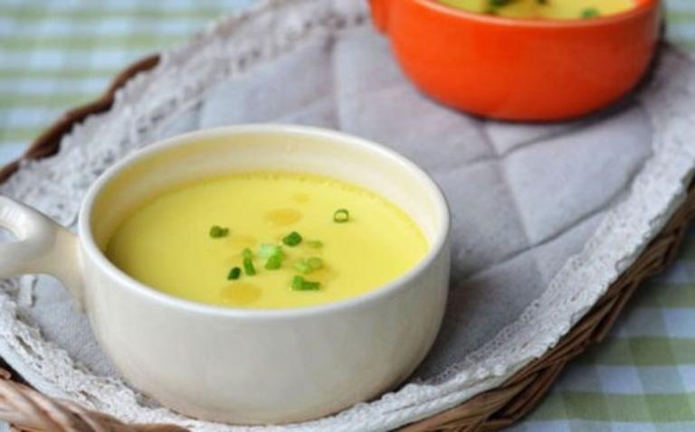 Trứng gà hấp ngó sen là món ăn dễ tiêu và bổ sung đầy đủ dưỡng chất cho cơ thể người bệnh