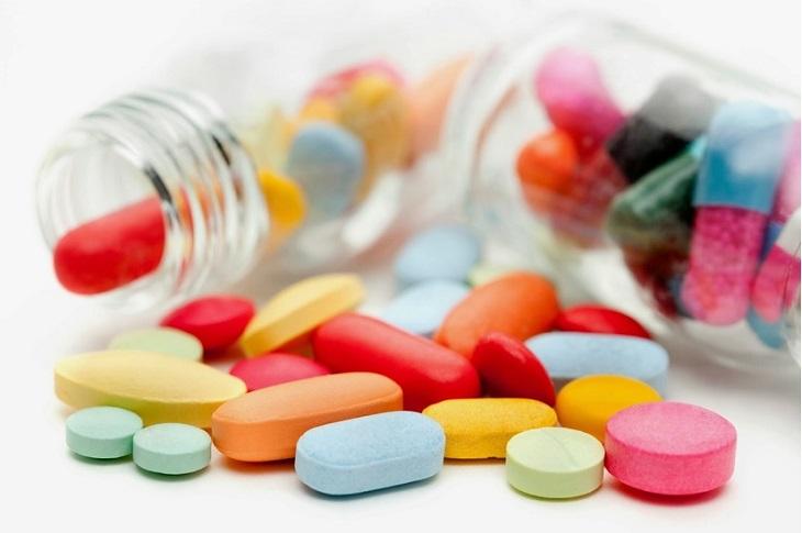 Điều trị bằng thuốc Tây đem lại hiệu quả cao tuy nhiên có thể làm phát sinh tác dụng phụ