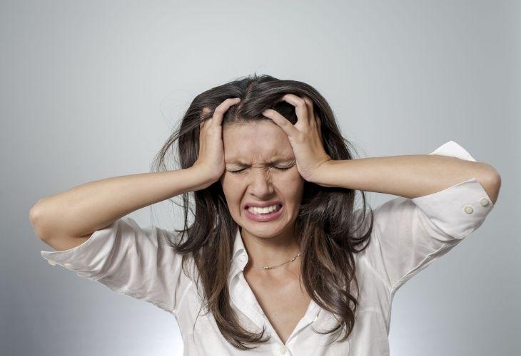 Căng thẳng kéo dài là một trong số nguyên nhân gây bệnh