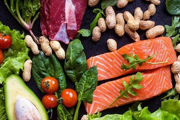 Chế độ dinh dưỡng là một trong những yếu tố hàng đầu ảnh hưởng đến hiệu quả điều trị vảy nến thể mủ
