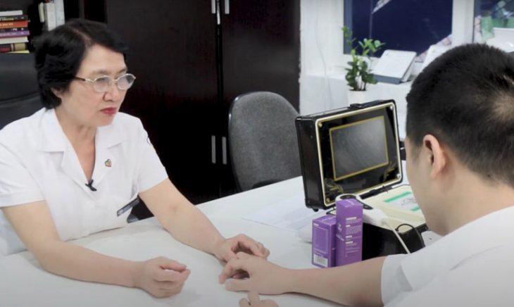 Bác sĩ Nhuần sử dụng phương pháp độc quyền điều trị thành công hàng ngàn ca viêm da cơ địa phức tạp