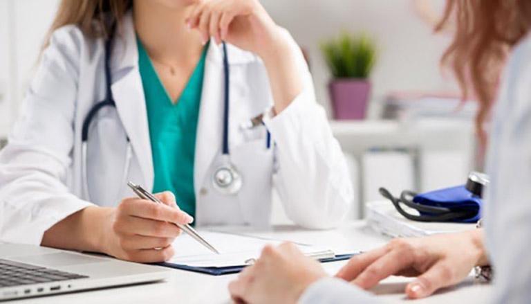 Nên đến gặp bác sĩ để được tư vấn phương pháp xét nghiệm phát hiện vi khuẩn Hp phù hợp với bản thân