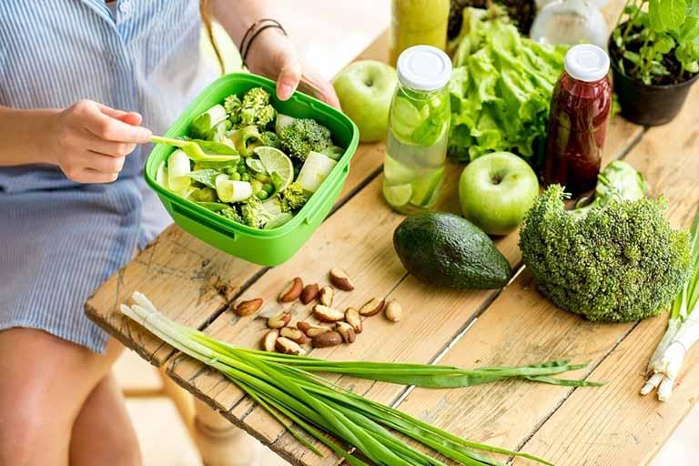 Tăng cường bổ sung chất xơ vào trong thực đơn ăn uống hàng ngày giúp đẩy lùi triệu chứng táo bón